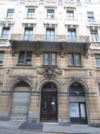 Hus på Via Martiri della Libertà (Frihetsmartyrernas gata).