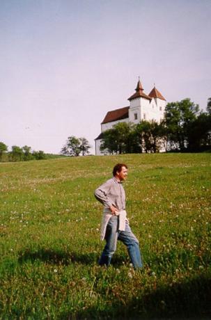 Herina (Mönchsdorf), romansk kyrka byggd av siebenbürgensachsarna 1250-1260. På vägen mellan Bistriţa och Sighişoara.