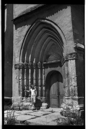 Portalen till kyrkan i Bogeschdorf är ett fint exempel på den högstående gotiska stenskulpturen i Siebenbürgen.