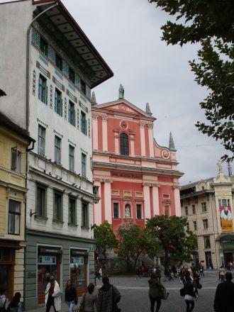 Till höger Franciskanerkyrkan.