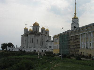 Uspenskijkatedralen och biskopspalatset i Vladimir.