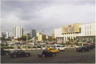 """Skanderbeg-torget, uppkallat efter den nationelle hjälte som bekämpade turkarna på 1400-talet, är Tiranas """"vardagsrum""""."""