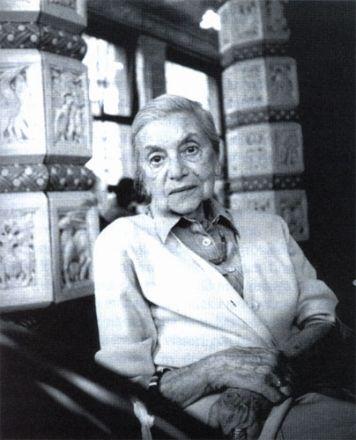 Lenka Reinerová på kafé Imperial, Prag 2004. Foto © Miro Svolik